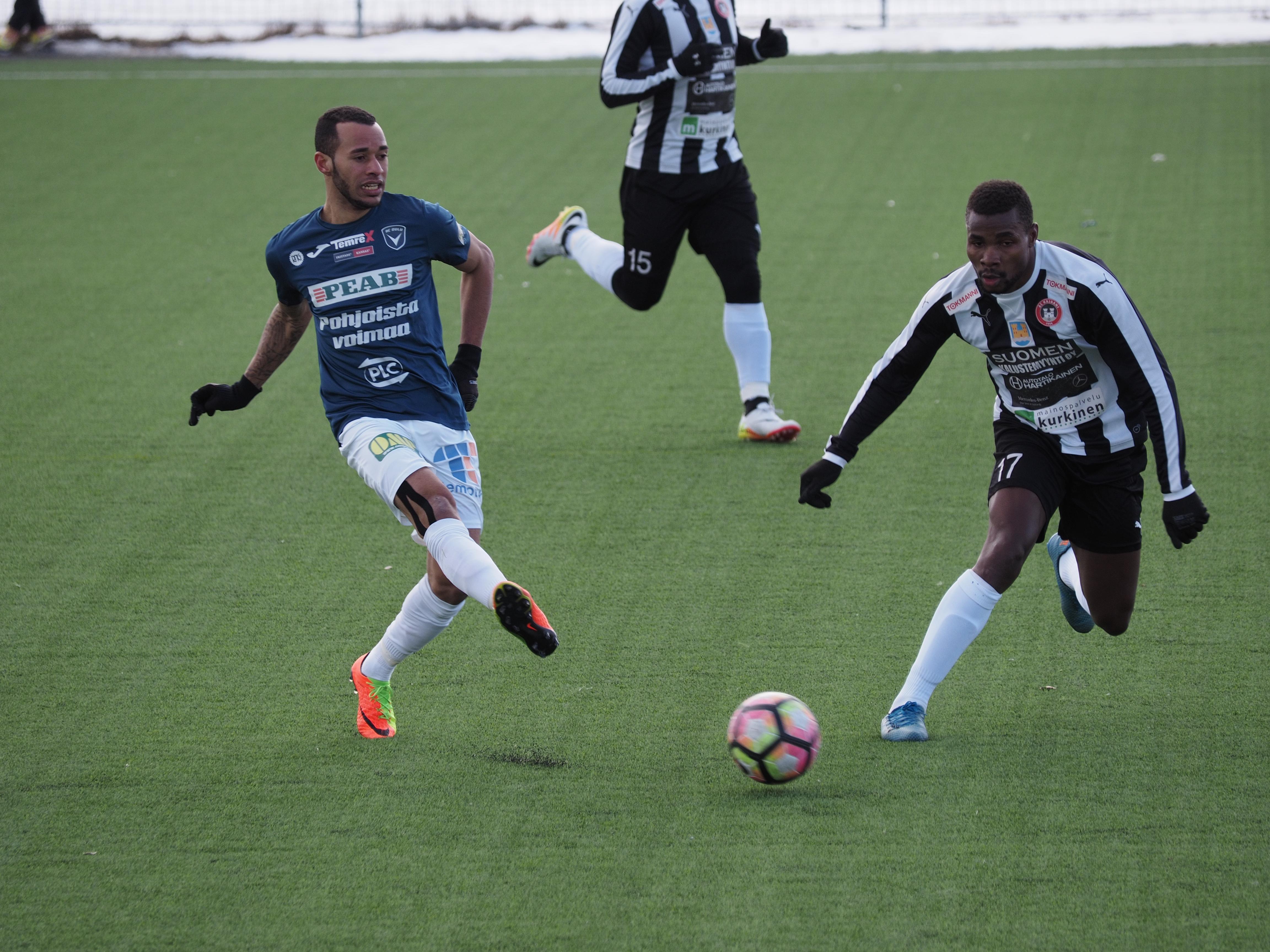 Jair pelasi koko ottelun AC Oulun keskikentällä. (Kuva: Matti Eteläperä)