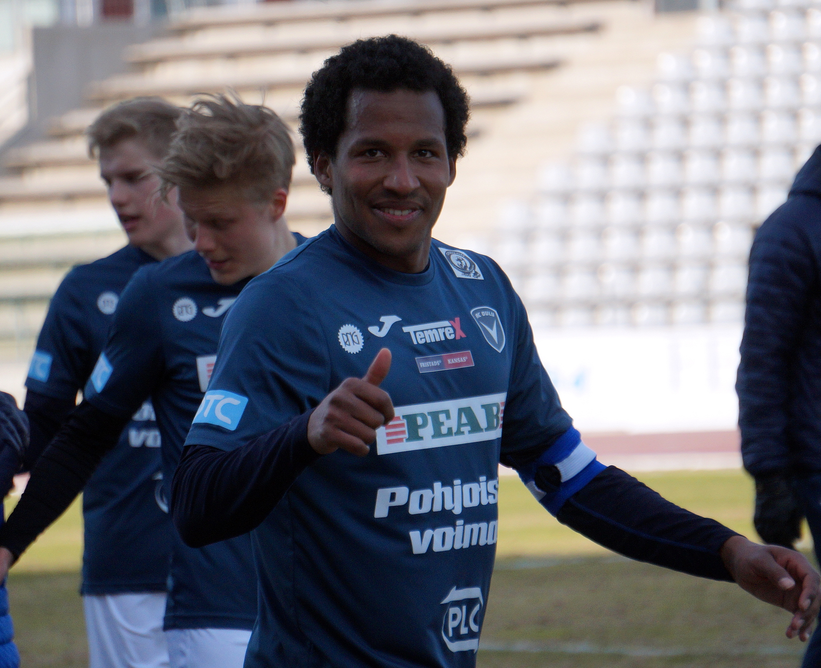 David Ramadingaye johdattaa AC Oulun kauden ensimmäiseen Oulun Derbyyn. (Kuva: Elias Mustonen)