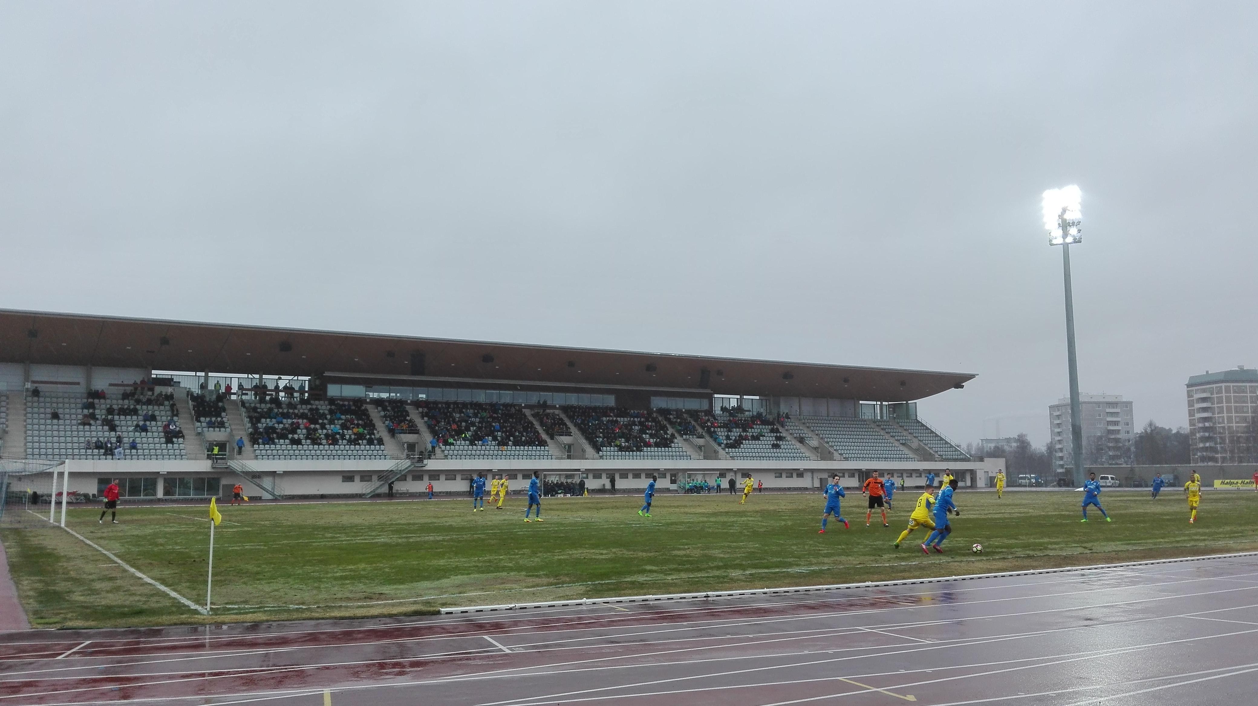 Kauden ensimmäinen Oulun Derby pelattiin kosteissa olosuhteissa. (Kuva: Mikko Rahja)