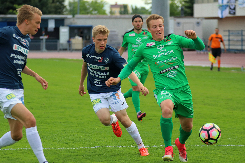 AC Oulu nappasi voiton EIF:n kustannuksella. (Kuva: Elias Mustonen)